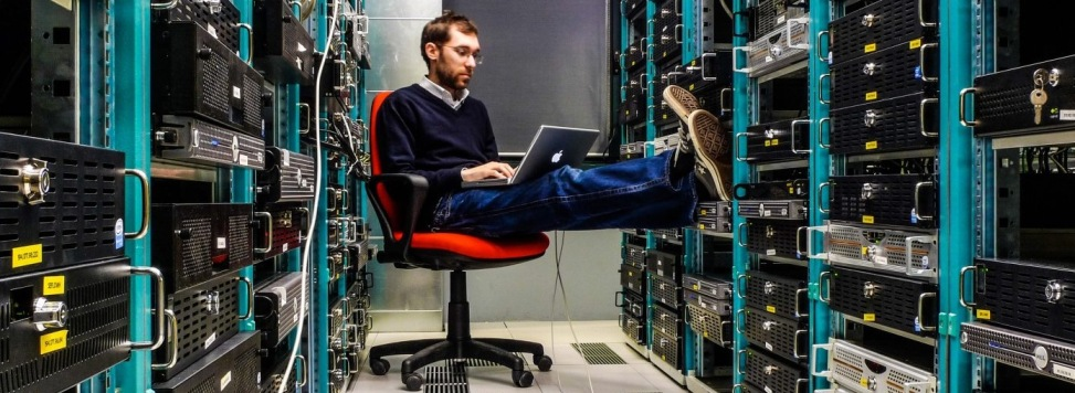 dedicated-server سرور اختصاصی Dedicated - خدمات پشتیبانی شبکه کامپیوتر و نگهداری سرور و سرویس های آی تی شرکت مهندسی پال نت